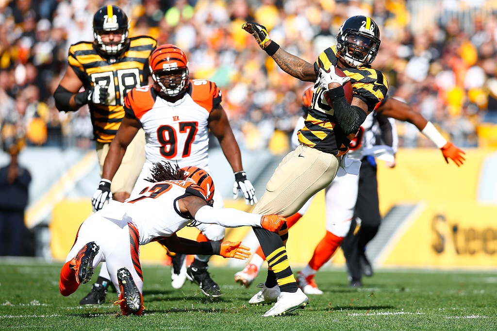 of the Pittsburgh Steelers of the Cincinnati Bengals during the game at Heinz Field on November 1, 2015 in Pittsburgh, Pennsylvania.