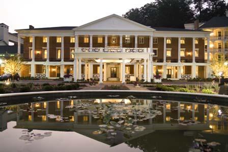 Omni-Bedford-Springs-Resort_Omni-Bedford-Springs-Resort-Night-Exterior_Courtesy-of-Omni-Bedford-Springs-Resort.jpg