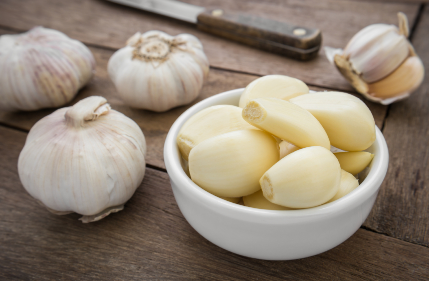 Peeled and whole garlic