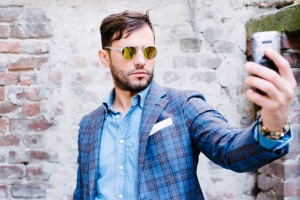 How to Take a Good Selfie: 7 Model-Worthy Tips to Know