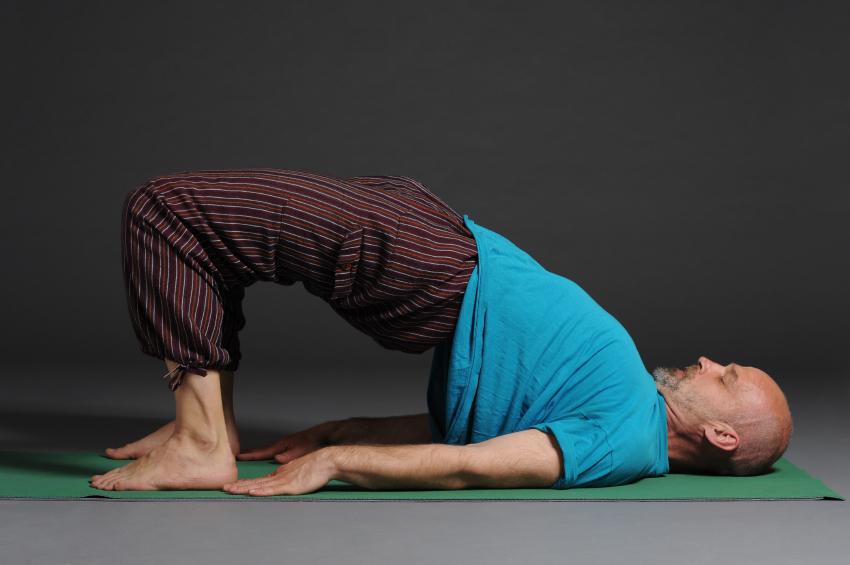 Build stronger leg muscles with single-leg hamstring bridges