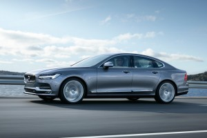 How the 2017 Volvo S90/V90 Makes You a Safer Driver