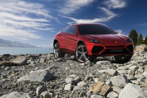 "The Lamborghini Urus Will Get a ""Small"" Twin-Turbo V8"