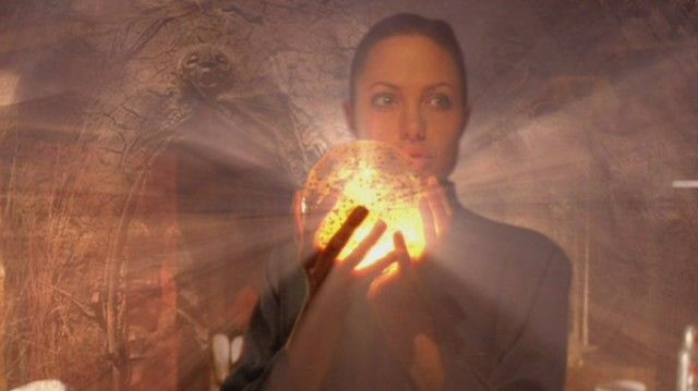 Angelina-Jolie-in-Lara-Croft-Tomb-Raider-The-Cradle-of-Life-640x359.jpg