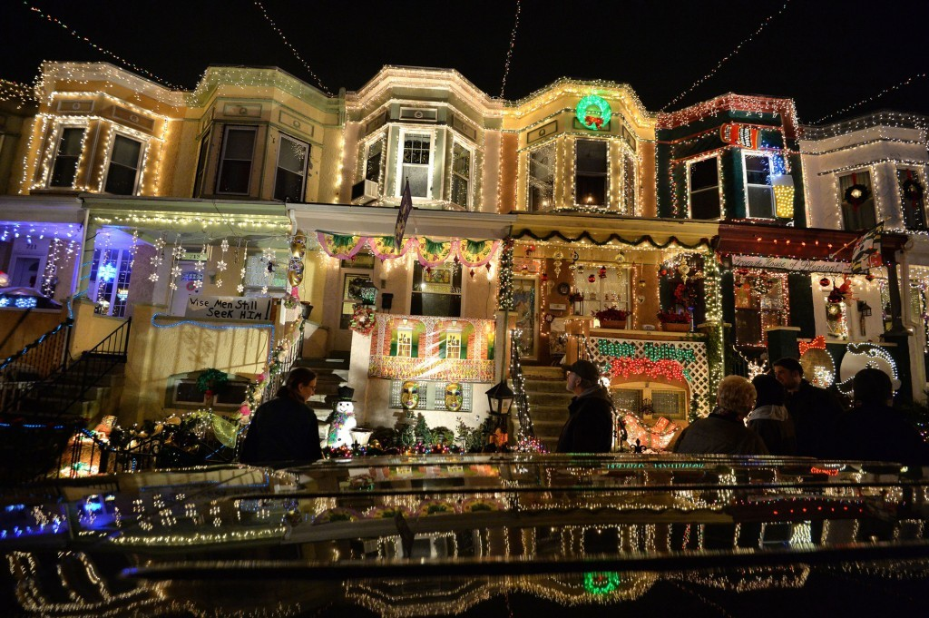 15 Reasons Why Putting Up Christmas Lights Is The Worst