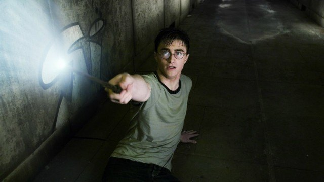 Harry Potter pointing wand