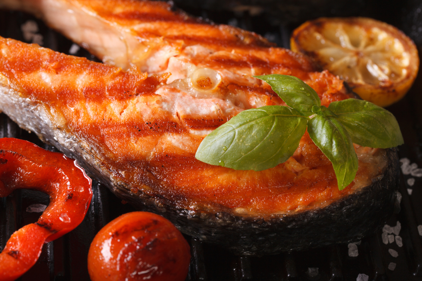 Grilled salmon with spices and veggies