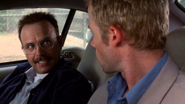 Joe Pantoliano and Guy Pearce in 'Memento'