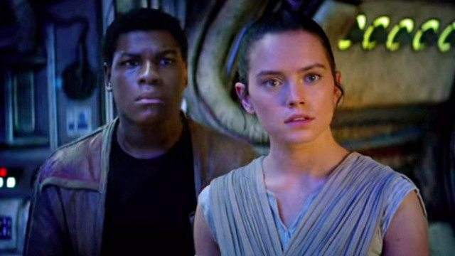 John Boyega and Daisy Ridley in 'Star Wars: The Force Awakens'