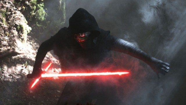Kylo Ren holding a dual red lightsaber and extending his arm.
