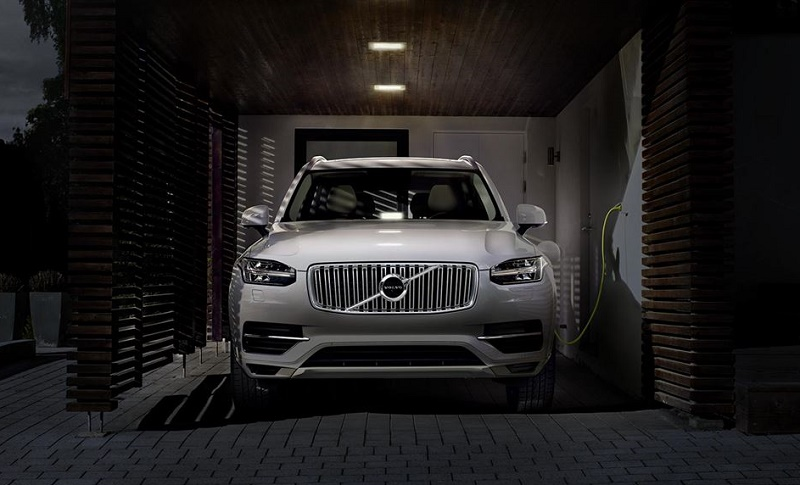 Front view of 2016 Volvo XC90 T8 plug-in hybrid