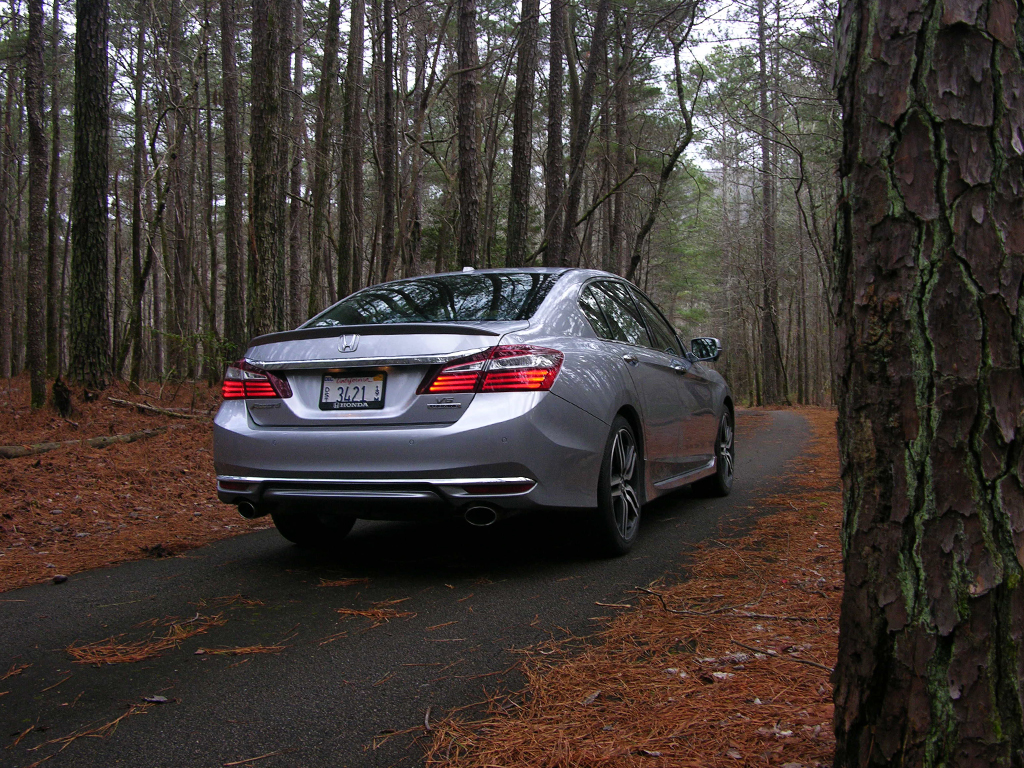 2016 honda accord v6 review a great car gets even better. Black Bedroom Furniture Sets. Home Design Ideas