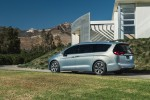 FCA to Build Autonomous Chrysler Pacificas for Google