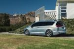 FCA to Build Autonomous Chrysler Pacificas for Google