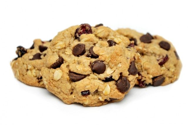 oatmeal chocolate chip cookies with dried fruit