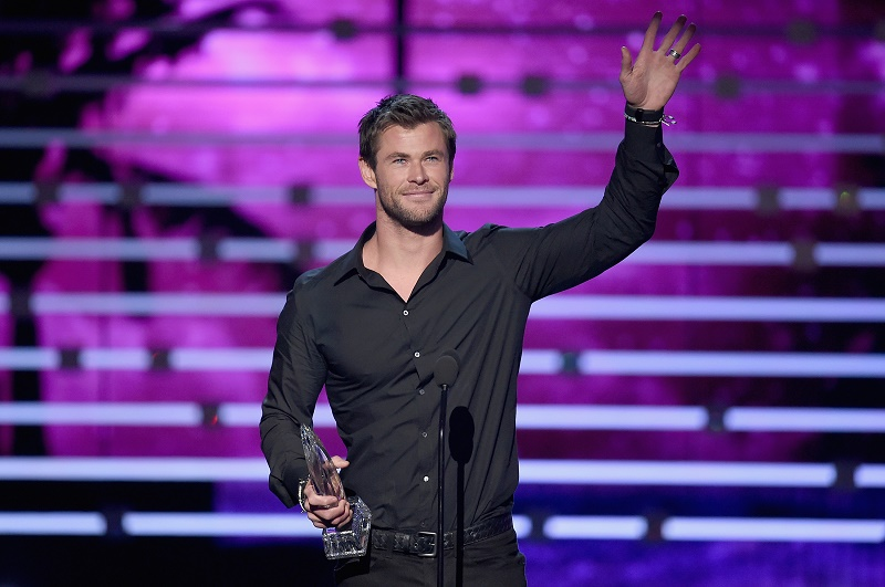Chris Hemsworth at the People's Choice Awards 2016