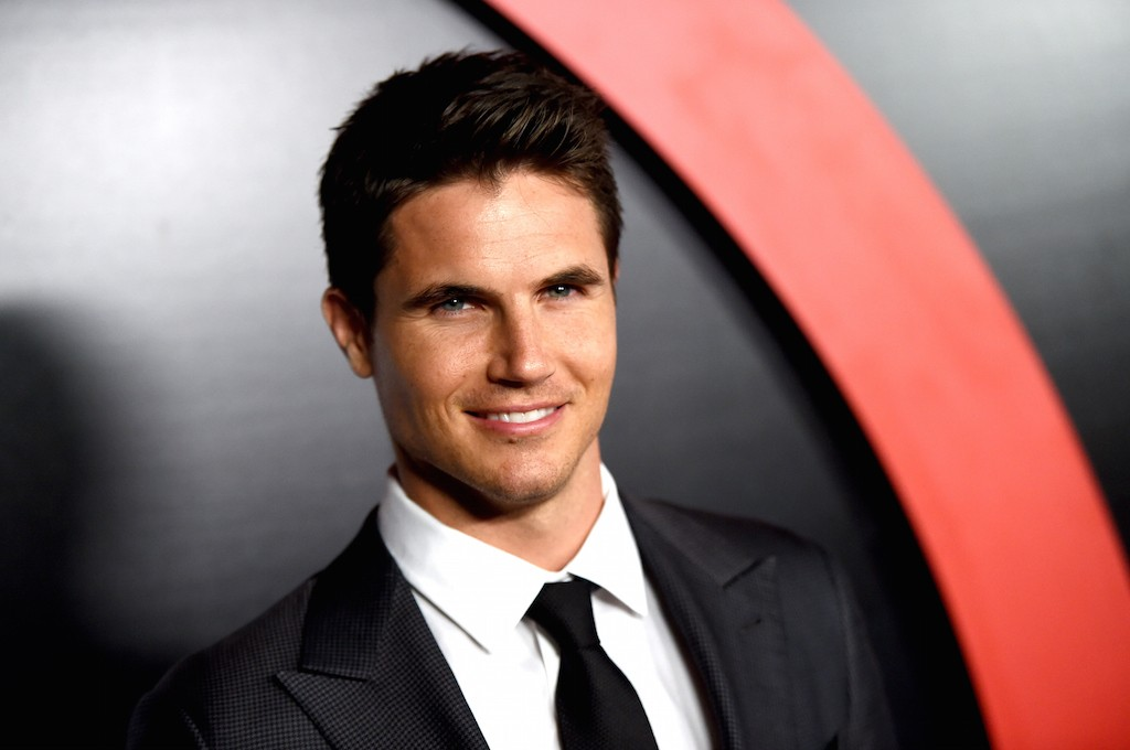 """LOS ANGELES, CA - JANUARY 12: Actor Robbie Amell arrives at the premiere of Fox's """"The X-Files"""" at the California Science Center on January 16, 2106 in Los Angeles, California. (Photo by Kevin Winter/Getty Images)"""