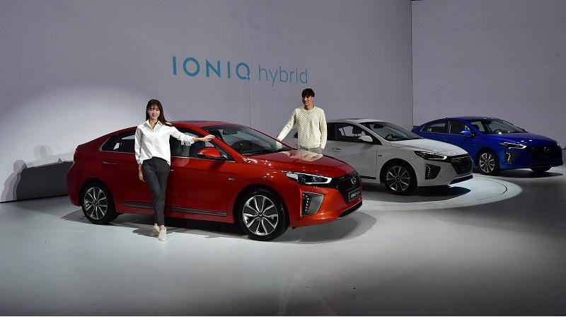 Hyundai Ioniq First Look At The Electric Car Triple Threat