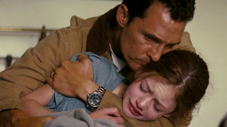 Matthew McConaughey and Mackenzie Foy in Interstellar