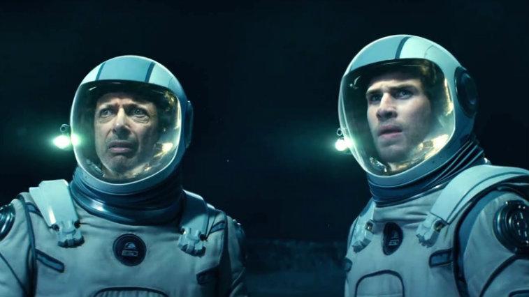 Jeff Goldblum and Liam Hemsworth in Independence Day: Resurgence