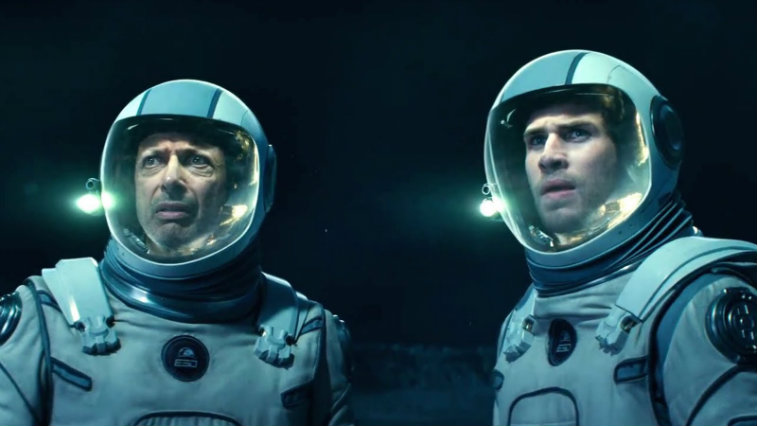 Jeff Goldblum and Liam Hemsworth in Independence Day: Resurgence