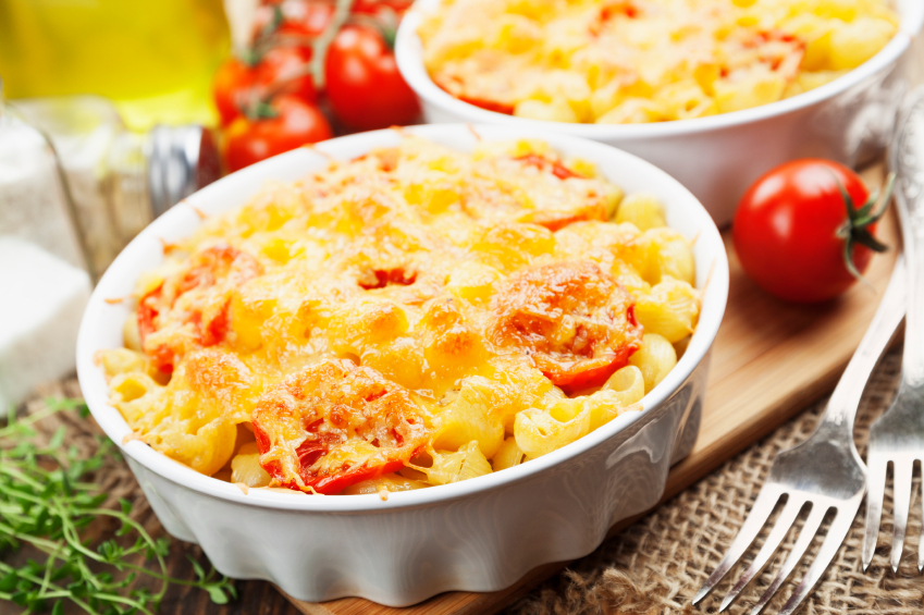 individual serving of baked macaroni and cheese with tomatoes