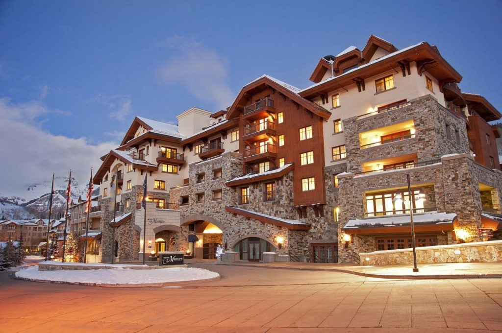 4 romantic hotels to take your partner on valentine s day for Romantic hotels for valentine s day