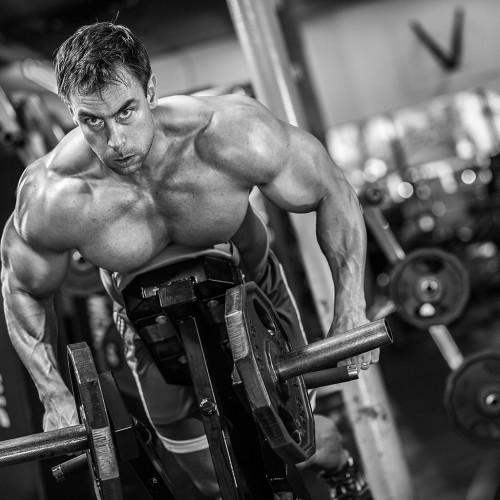 close shot of Maik Wiedenbach lifting weights in black and white