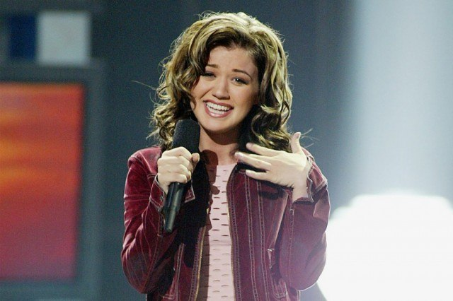 Kelly Clarkson winning the first season of 'American Idol'