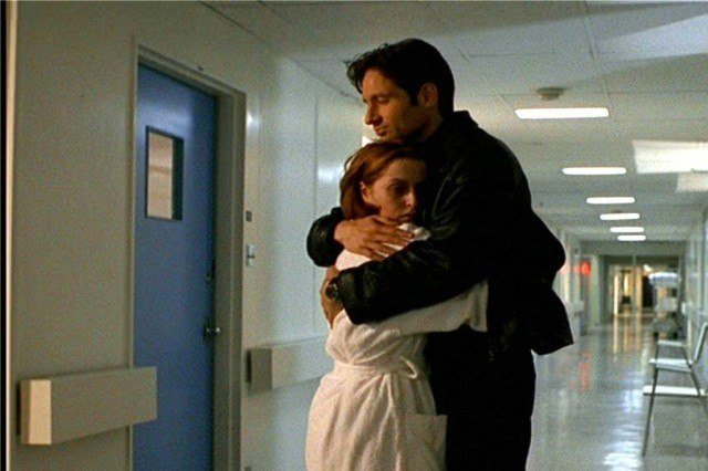 "Dana Scully (Gillian Anderson) and Fox Mulder (David Duchovny) in 'The X-Files' episode ""Memento Mori"""