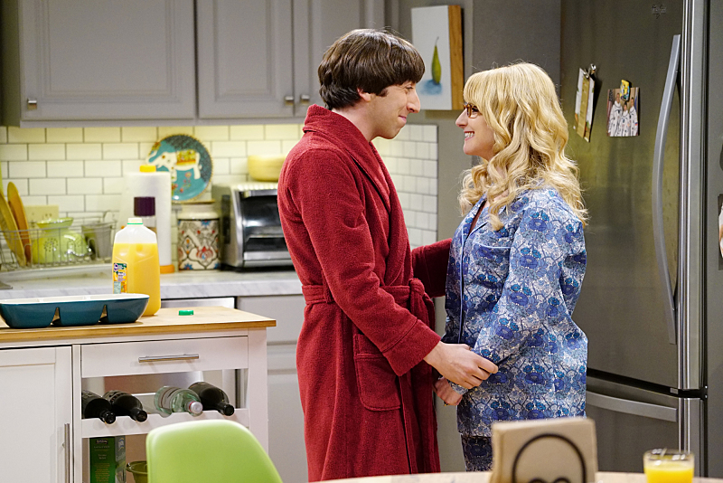 """""""The Positive Negative Reaction"""" -- Bernadette (Melissa Rauch, right) is concerned when Wolowitz (Simon Helberg, left) freaks out over her pregnancy announcement, and Wolowitz is convinced he must make more money to provide for the baby, on THE BIG BANG THEORY, Thursday, Feb. 18 (8:00-8:31 PM, ET/PT) on the CBS Television Network. Photo: Sonja Flemming/CBS ©2016 CBS Broadcasting, Inc. All Rights Reserved"""