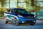 Kia Niro Goes for Crossover Utility With Prius Economy