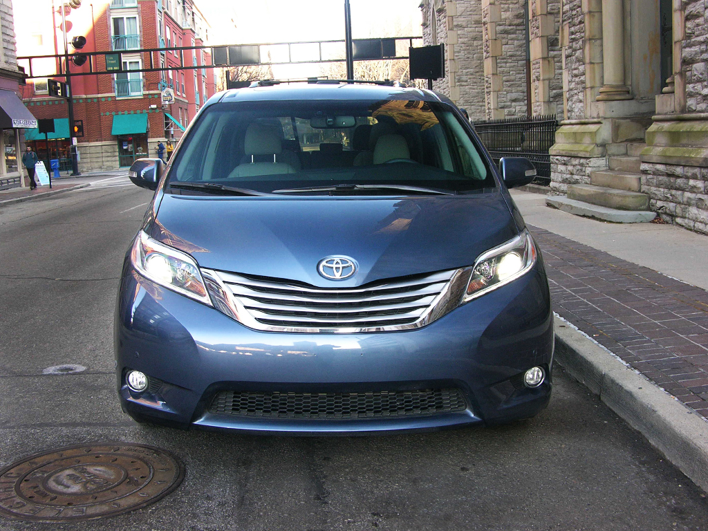2016 toyota sienna review check out america s only awd minivan. Black Bedroom Furniture Sets. Home Design Ideas