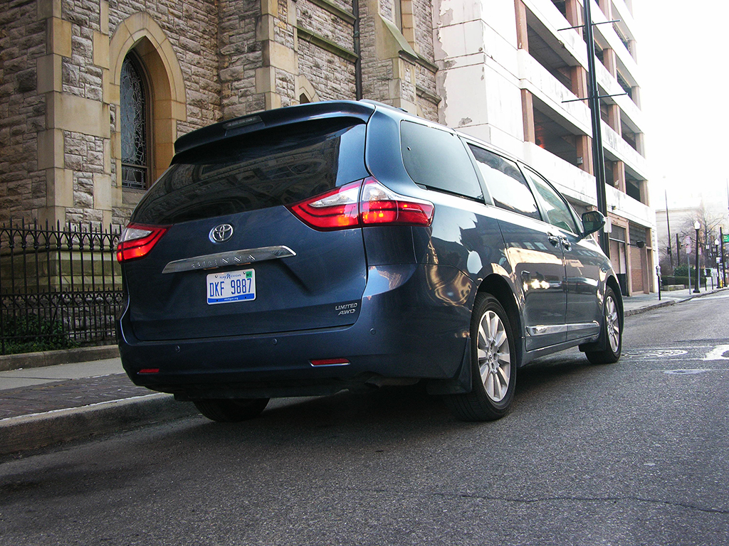 2016 toyota sienna review check out america s only awd. Black Bedroom Furniture Sets. Home Design Ideas