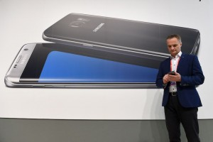 5 Samsung Rumors: From Dual-Screen Phones to Gear VR