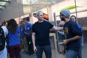 6 Apple Rumors: From Liquidmetal Buttons to a Giant iPhone