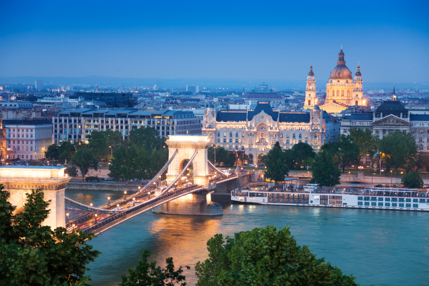 image of chain bridge, St. Stephen's Basilica in Budapest