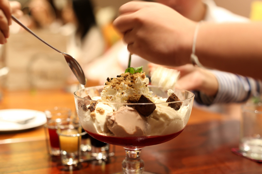 Ice cream sundae with chocolate-coffee sauce
