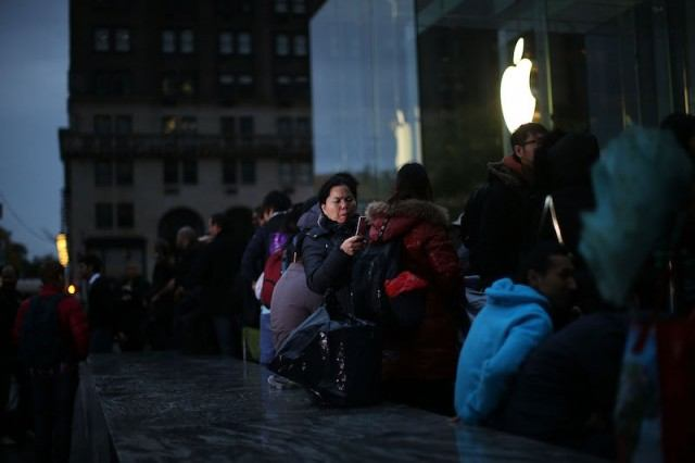 People on line outside an Apple store