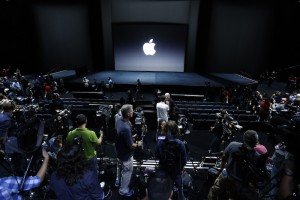 5 Apple Rumors: From New MacBooks to Apple SIM for iPhone