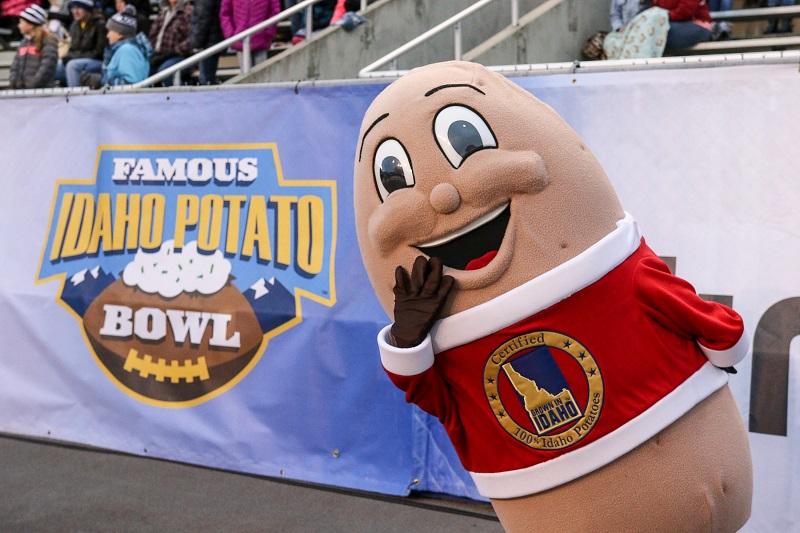 The Famous Idaho Potato Bowl potato mascot at a football game