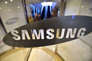 5 Samsung Rumors: Is a Foldable Phone Coming in 2017?