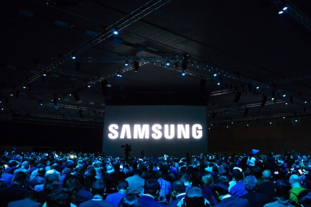 Crowds at a Samsung event