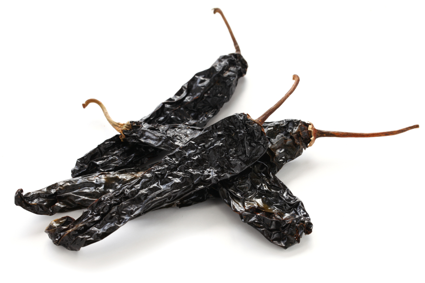 pile of dried pasilla chiles
