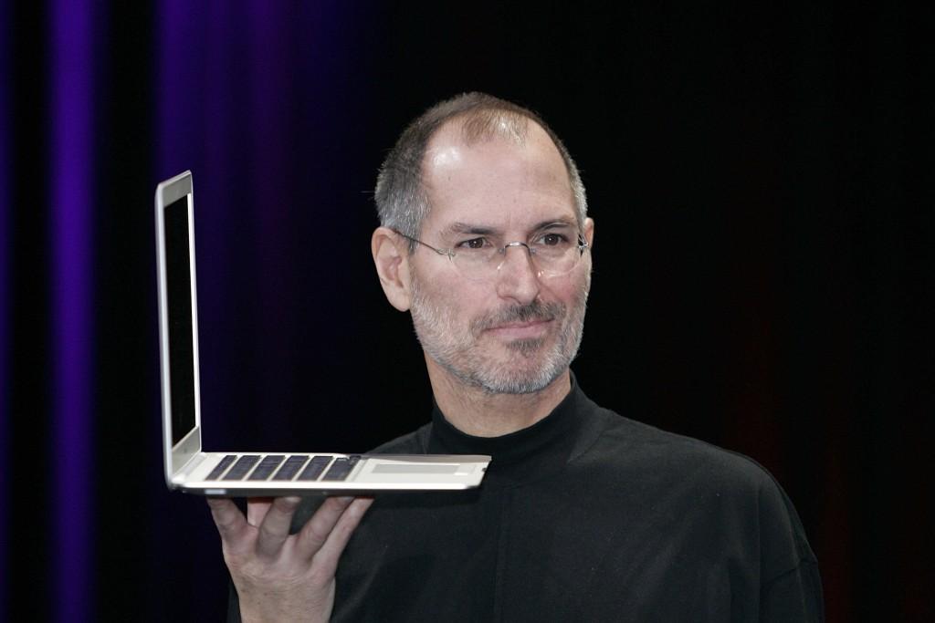 steve jobs hold laptop