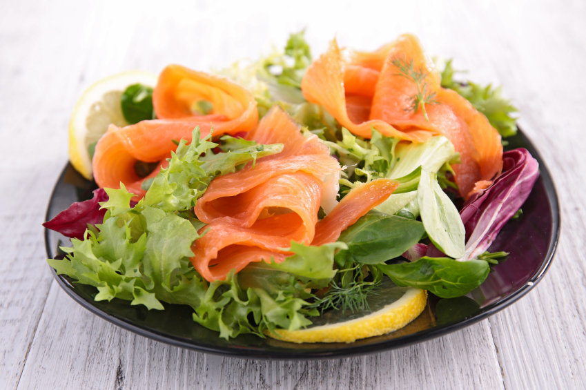 mixed green salad with smoked salmon