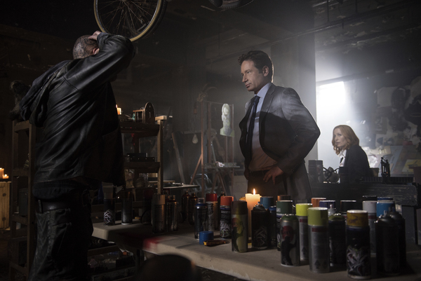 """Tim Armstrong, David Duchovny and Gillian Anderson in 'The X-Files' episode """"Home Again"""""""