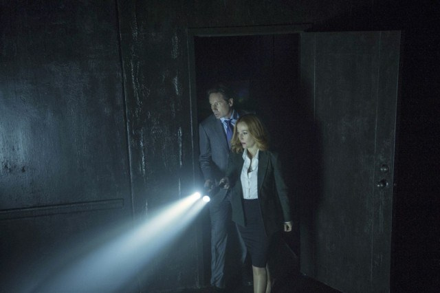 David Duchovny and Gillian Anderson in a scene from 'The X-Files' episode 'Home Again'