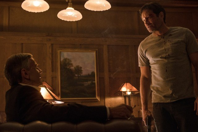 """Smoking Man (William B. Davis) and Mulder (David Duchovny) have a tense confrontation in """"My Struggle II"""""""