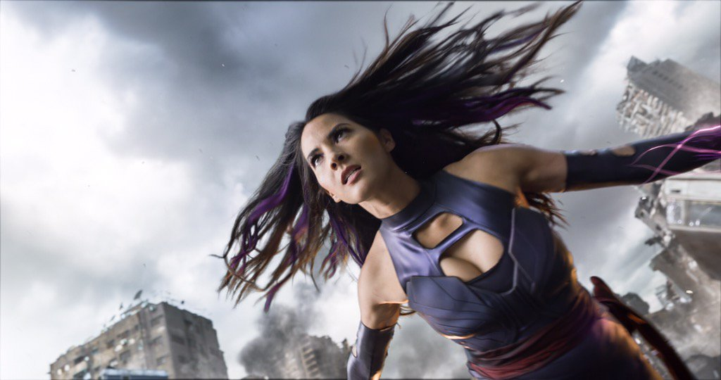 Olivia Munn's Psylocke prepares for battle